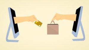 インターネットで買い物をしてクレジットカードで支払っている画像