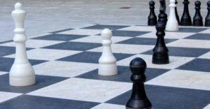 チェスを使った戦術や立ち回りのイメージ画像