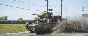 前線で突出している戦車の画像