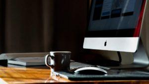 パソコンと机の画像
